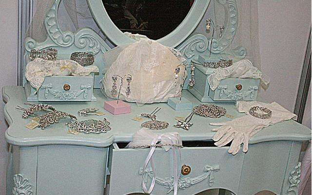 zaragoza guantes bolso pañuelo pendientes colgante liga medias tocado prendido pulsera anillo alianzas tiara