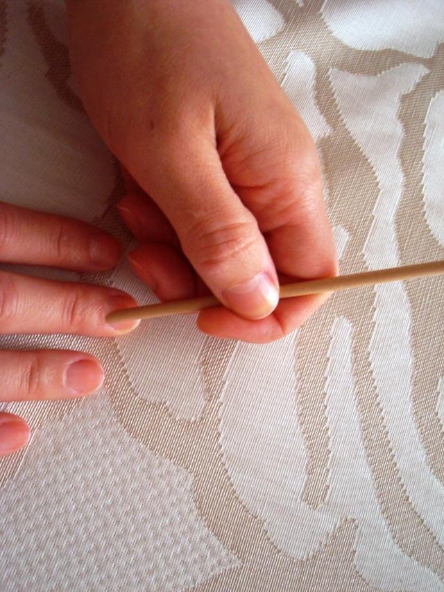 Paso I: Retirar cutículas con un palito de naranjo Imagen Venus y su espejo