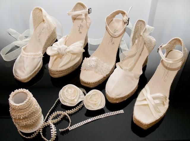 zapatillas descanso novias, calzado de descanso para novia, looks con alpargatas de novia, cuñas de raso, cuñas de novia, cuñas de fiesta, espardeñas de novia