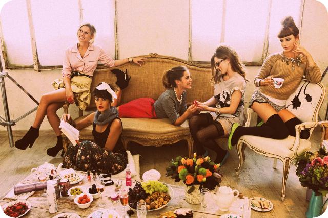 belleza, moda, fiesta de chicas, fiesta de belleza, despedida de soltera, curso de maquillaje, peluquería, fiesta de belleza, celebración de chicas, fiesta de amigas, manicura, pedicura, regalo novia, regalo boda