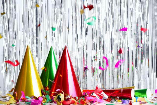 cena de navidad, cena de nochevieja, cena de fiesta, invitados a cenar, detalle con tu suegra, cena en casa, fiesta navidad, celebración en casa, vino para regalar, cocteles, belen comestible, dulces de regalo, dulces navideños, bolsa de fiesta, plantas de regalo, flores para regalar, vegetación